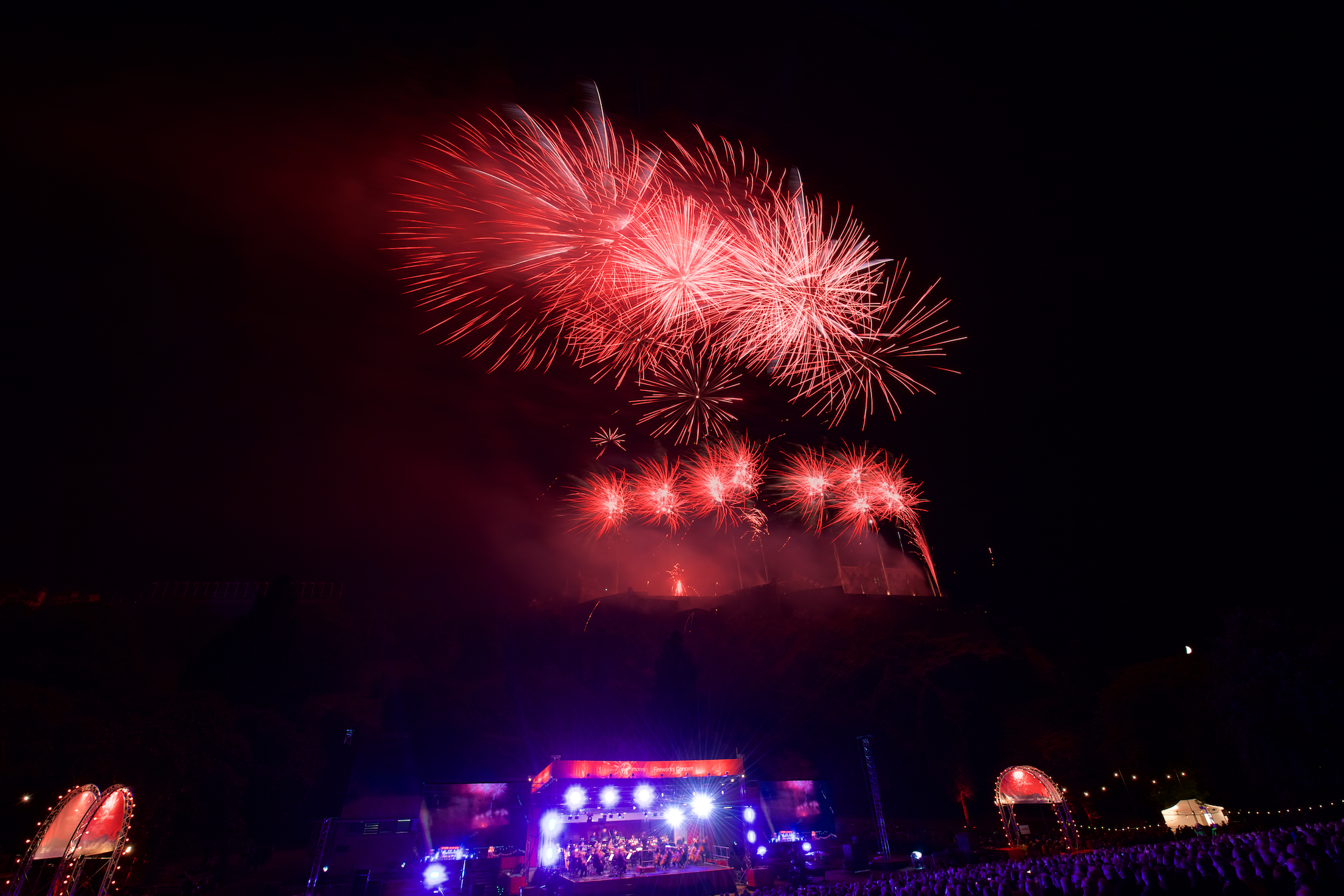 grand-finale-of-the-2017-international-festival-virgin-money-fireworks-concert-ross-bandstand-princes-street-gardens-edinburgh-uk-monday-28th-august-2017-5