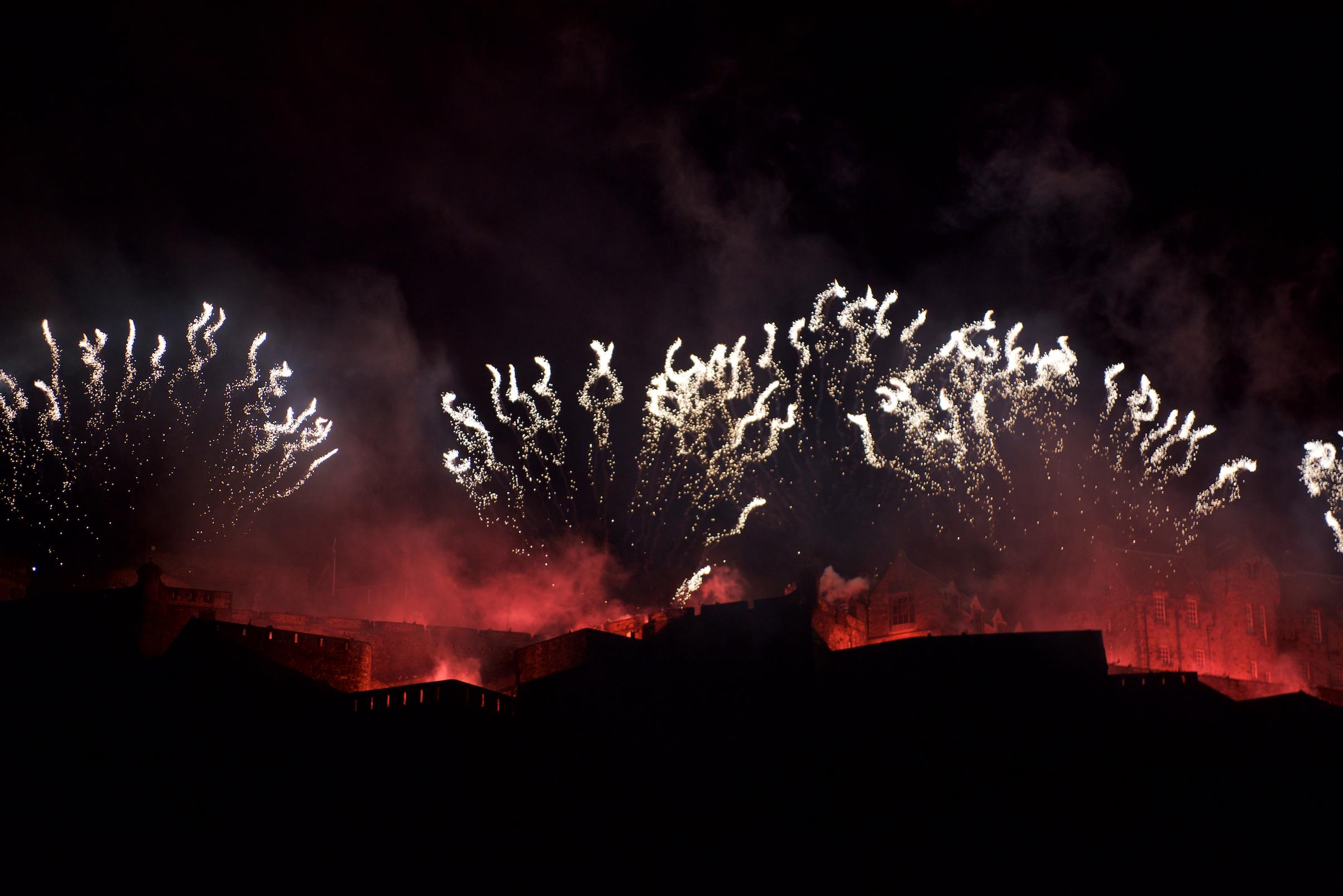 grand-finale-of-the-2017-international-festival-virgin-money-fireworks-concert-ross-bandstand-princes-street-gardens-edinburgh-uk-monday-28th-august-2017-8